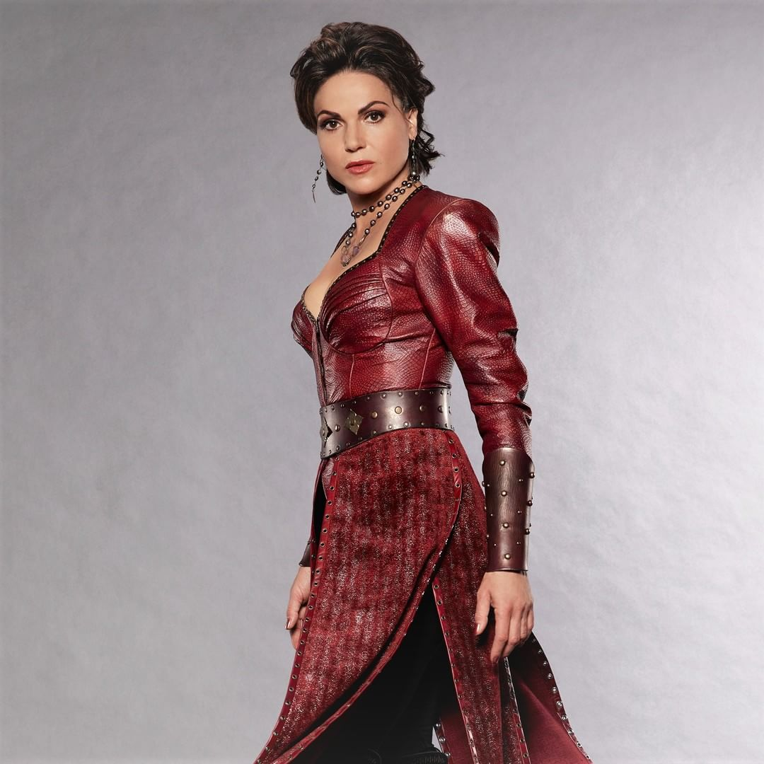 lana parrilla as the evil queen in abcs once upon a time